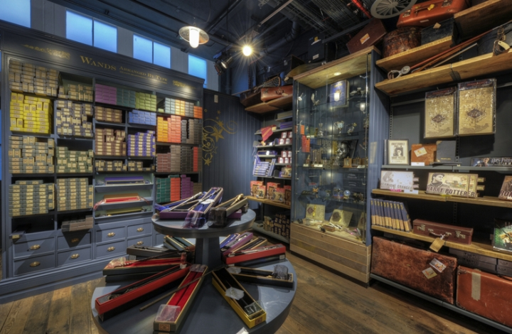 HARRY POTTER Platform 9 3/4 victorian style Shop design