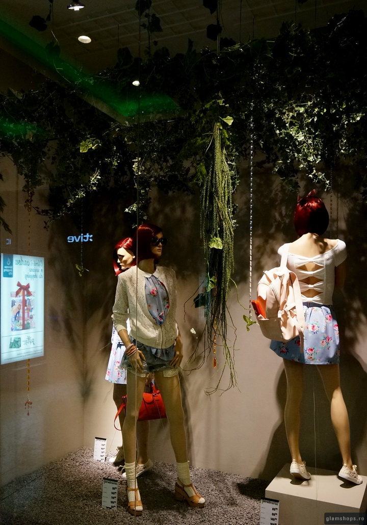 Stradivarius windows display Bucharest