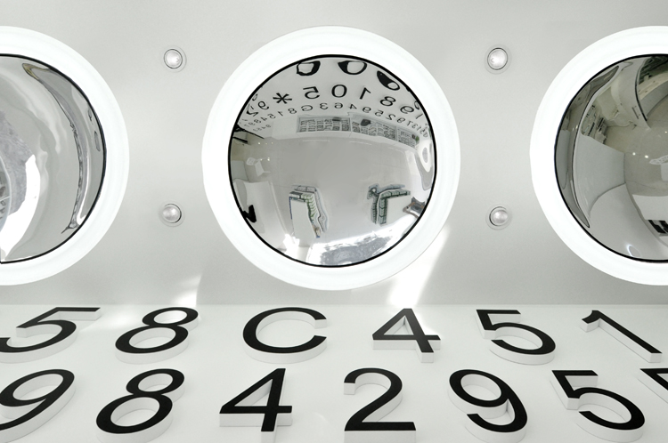 Adashot Contact Lens