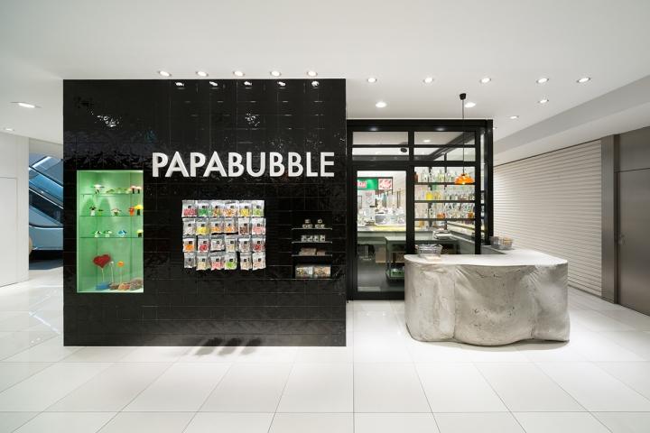 papabubble candy stand design at DAIMARU tokyo