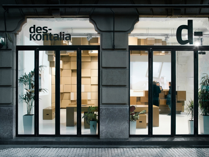 Deskontalia packaging boxes Store design by VAUMM