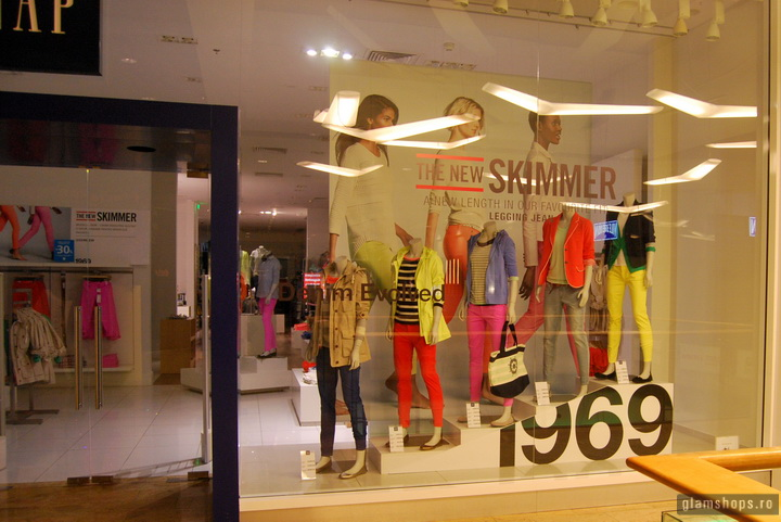 GAP shop windows Bucharest