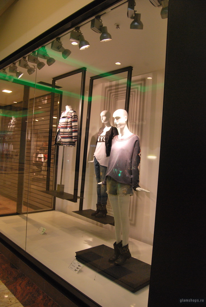 "Zara shop windows scheme ""frames"" -  Bucharest & Jakarta"