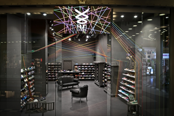 Run Colors store concept by mode:lina