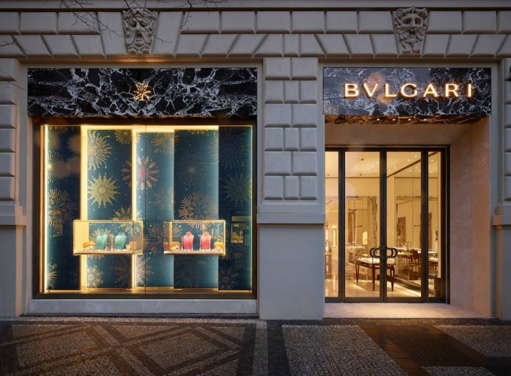 Italian jeweler Bvlgari opens new store in Prague