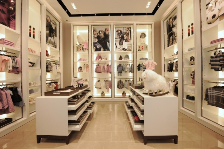 Burberry instore visual merchandising in Singapore